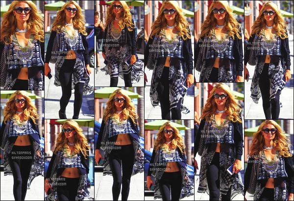 ------- 06/09/16:  Notre belle Paris  Hilton photographiée  entrain de faire du shopping dans la journée -   à Beverly Hills. J'aime cette tenue, c'est un style différents de ses derniers mois, et vraiment j'adore trop, elle est radieuse et sublime. Jadore ses lunettes. -------