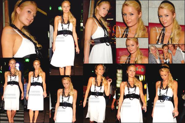 ------- 24/08/06: Notre princesse Paris Hilton photographiée  tard dans la nuit arrivant dans une boite de nuit -  Tokyo. J'adore cette tenue de mlle Paris, c'est simple et le blanc lui va tellement bien sur elle, top aussi pour la coiffure attaché, j'aime beaucoup.  -------