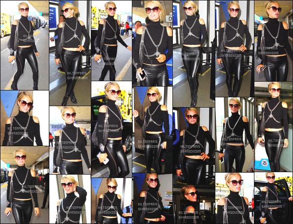 ------- 07/09/16: La magnifique  Paris Hilton photographiée arrivant à l'aéroport de LAX  dans la  journée  -  Los Angeles. Gros top pour cette tenue à Paris, j'aime  beaucoup cela change de ses longues robes, donc  j'apprécie vraiment  la tenue noire. Top/Flop?     -------