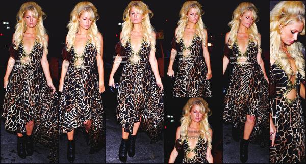 --------  12/09/06  :   Notre sublime Paris Hilton photographiée entrain de defiler pour   «  Olympus  »  -  à New York.   J'adore trop les tenues que porte Paris pour le défilé, cela lui ressemble à son style mais oula gros flop pour cette coiffure gonflé. Top/Flop?--------