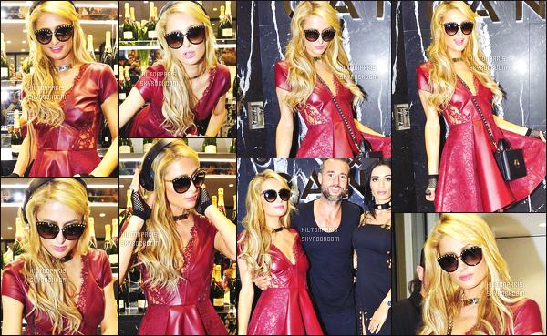 ------- 26/09/16: Notre princesse  Paris Hilton photographiée   entrain de mixer à la soirée de  Philipp Plein  -  dans Milan.    Gros top pour la tenue à Paris Hilton,  la robe  j'adore beaucoup  et cette matiére, j'aime tellement aussi ses cheveux bouclé. Top/Flop ?   -------
