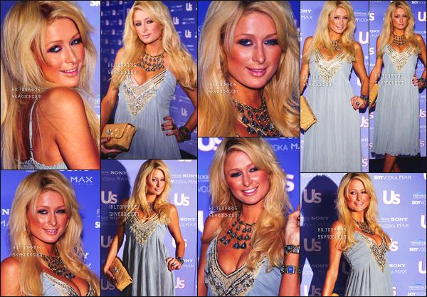 --------  21/09/06  :    La sublime Paris Hilton photographiée assistant à l'événement   « US Weekly's »  -  Los Angeles.   Gros top pour cette tenue tout comme la mise en beauté, j'adore beaucoup, elle est trop belle et sublime, je lui met un gros top. Top/Flop?--------