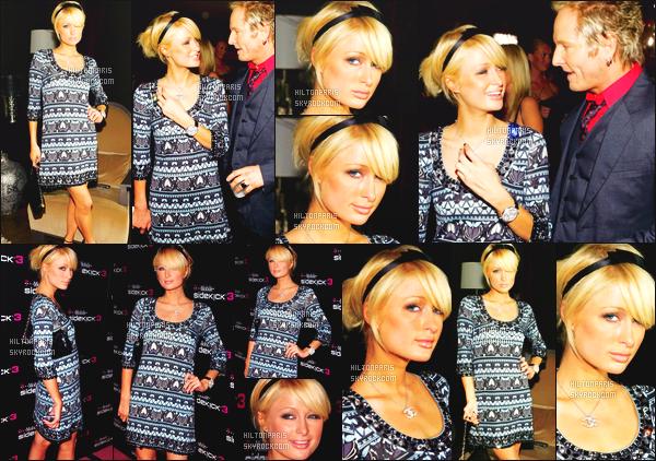 --------  12/10/06  :    La sublime Paris Hilton photographiée assistant à l'événement   « T-Mobile  »  -    à Los Angeles.   Petit top pour cette tenue, se genre de style cela passe tranquille en 2006. J'adore beaucoup cette coiffure et la mise en beauté. Top/Flop?--------