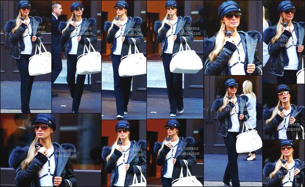 ------- 11/10/16:    Notre jolie Paris Hilton photographiée avec sa  chienne dans les rues de New York dans la journée.  Je met un gros flop pour la tenue, elle a vraiment fait mieux, je suis trez déçue pour tout, de la tête au pied. Adorable le chien. Top/Flop?  -------