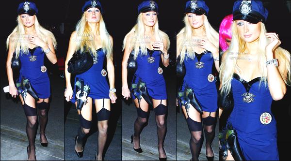 --------  27/10/06  :    Princesse Paris Hilton photographiée allant à une soirée pour   « Halloween »  -   Los Angeles.   J'adore beaucoup de déguisement, cela lui va tellement bien c'est sexy. Gros top aussi pour ses cheveux que j'aime beaucoup. Top/Flop?--------