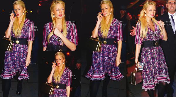 --------  11/11/06  :     Paris Hilton photographiée quittant la boite de nuit  « Lillies Bordello & Renards  » à Londres.   Gros flop pour la tenue je trouve que c'est trop moche, je ne suis pas du tout fan vraiment. Mais j'aime ses cheveux lisse tirée. Top/Flop?--------