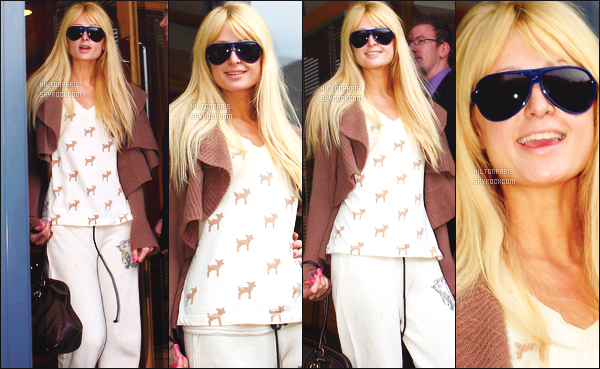 --------  10/11/06  :    Belle Paris Hilton photographiée  arrivant à l'aeroport de Dublin dans la journée toute souriante.     Flop pour la tenue, c'est une tenue simple et décontractée. Paris semble naturelle. J'adore ses cheveux et ses lunettes de soleil. Top/Flop?--------
