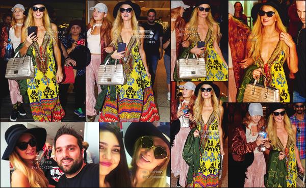 ------- 19/11/16: La magnifique  Paris Hilton photographiée  souriante arrivant dans la journée à l'aéroport   - à  Sydney. Allez tient, cela faisait longtemps que Paris nous a pas sortie ses robes à rideaux.  Petit flop  je dirais la même pour ses cheveux. Top/Flop?   -------