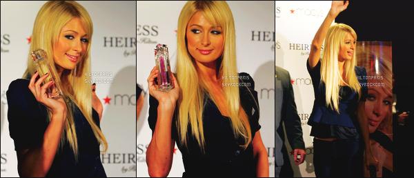 --------  20/11/06  :    Jolie Paris Hilton photographiée lors de sa promotion pour son parfum  « Heiress » Los Angeles.   J'adore ses cheveux lisse et long. Bon pas trop fan de la tenue mais cela passe pour un top quand meme, j'aime trop son haut. Top/Flop?--------