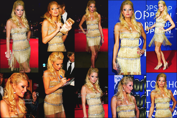 --------  15/11/06  :    Miss Paris Hilton photographiée à la cérémonie de    « The World Music Awards » à Los Angeles.   J'adore trop la tenue. Princesse est tellement sublime, sa mise en beauté est parfaite et ses cheveux je suis fan, top pour elle. Top/Flop?--------