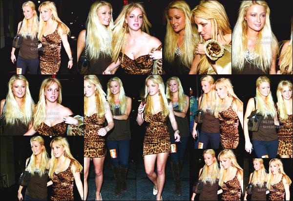 --------  22/11/06  :     Paris Hilton photographiée quittant la boite de nuit   « Teddy's » tard dans la nuit  -  Los Angeles.   Paris Hilton est accompagnée de la chanteuse Britney Spears, elles semblent s'etre amusé comme des folles, petit top pour la tenue de Paris.--------