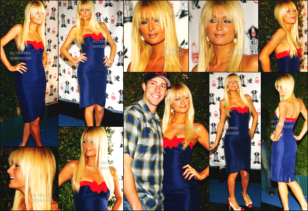 --------  30/11/06  :   Paris photographiée assistant à l'événement de  « Action Sports Awards » -  à Los Angeles.  La Barbie Paris est vraiment sublime. Gros top pour cette robe moulante. J'aime ses longs cheveux blonde. Elle est trop parfaite. Top/Flop?--------