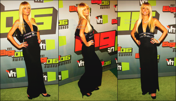 --------  02/12/06  :   Paris Hilton photographiée assistant à l'événement de  « VH1 Big In '06 Awards »  -   Los Angeles.   J'aime trop la longue robe noire, elle est toute belle Paris, toujours autant amoureuse de ses longs cheveux blond lisse. Gros top. Top/Flop?--------