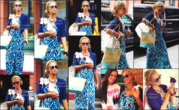 ------- 03/01/17:  Notre belle Paris  Hilton photographiée  entrain de faire du shopping dans la journée -   à Beverly Hills.  Petit top pour cette tenue que je trouve que c'est assez répétitifs. Gros top pour les lunettes de soleil.   Trés adorable le  chien. Top/Flop ? -------