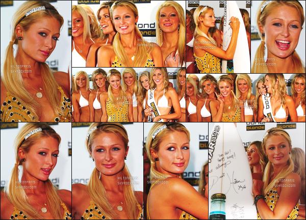 --------  01/01/07  :    Notre sublime Paris Hilton photographiée à la grande apparition  « Bondi Blond Beer » -  Sydney.   Paris Hilton semble toute radieuse la. Elle est tellement souriante, ca fait plaisir. Je suis hyper fan de ses cheveux en couette. Top/Flop?--------