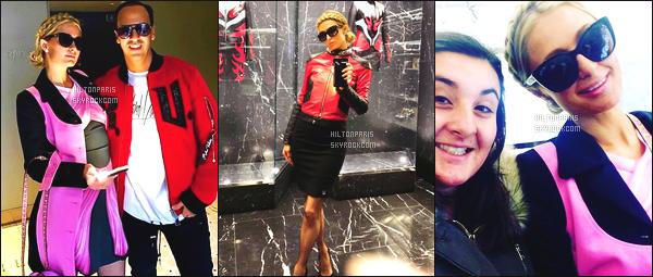"""--------------------------------------  """"""""RESEAUX SOCIAUX"""""""" Découvrez les dernières photos de mlle Paris toujours  actif sur Instagram ou Snapchat. Janvier 2017 - Miss  Paris Hilton a ete photographiée dans la boutique de Moschino, essayant plein de tenues. Top pour cette coiffure. --------------------------------------"""