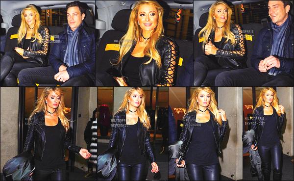 ------- 23/01/17: Notre sublime Paris Hilton photographiée allant dans un taxi avec un ami dans la soirée - à Londres.  J'adore la tenue, j'aime trop la veste en cuire qui elle ne quitte pas en se moment. Elle semble de bonne humeur. J'adore ses cheveux.  -------
