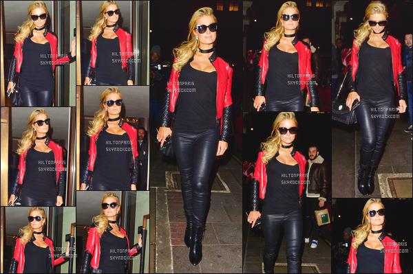 ------- 24/01/17: La princesse Paris Hilton photographiée quittant son hôtel souriante   Mayfair dans la soirée - Londres. J'adore la tenue, merveilleuse même si c'est simple, Paris Hilton est trop belle, je suis fan de la veste. Gros top pour les lunettes de soleil.  -------