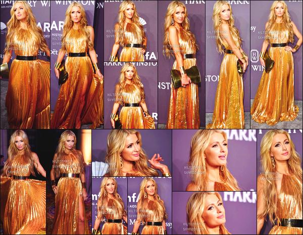 ------- 07/02/17: Notre sublime Paris Hilton photographiée assistant au grand gala AmFar dans la soirée -   à New York Gros top pour la tenue longue robe dorée, je suis vraiment fan de la longue chevelure blonde. Elle est tellement parfaite et magnifique. -------