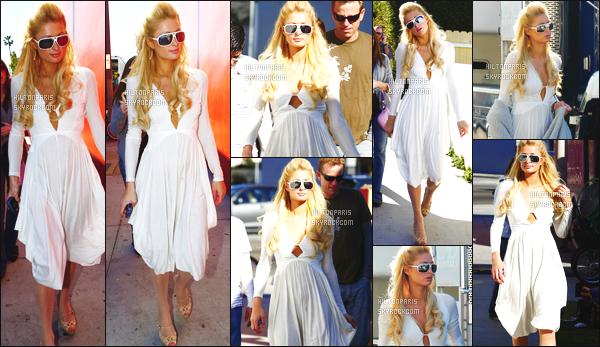 ------- 18/01/07 : Sublime Paris Hilton photographiée  arrivant/quittant    le tournage de Sexy à tout prix à Los Angeles. Petit top pour cette tenue assez simple. J'aime beaucoup cette petite robe simple. Elle est toute belle notre jolie Paris Hilton. Top/Flop?  -------