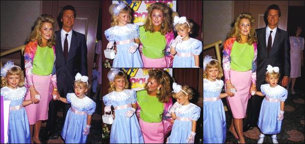 --------  29/03/88  :     Notre   petite adorable Paris Hilton  photographiée   assistant  à une Fashion Week -  Los Angeles.  Elle est tellement adorable toute petite, deja elle sait y faire sur les podiums, accompagnée de sa maman, de son papa et sa s½ur Nicky.--------