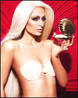 --------   •  • Voici Paris Hilton photographiée pour  « Plastik Magazine  » - en   Février 2017.    J'aime trop ses photos elle est tellement merveilleuse dans se genre de theme, je suis fan et amoureuse de la perruque longue blonde.  --------