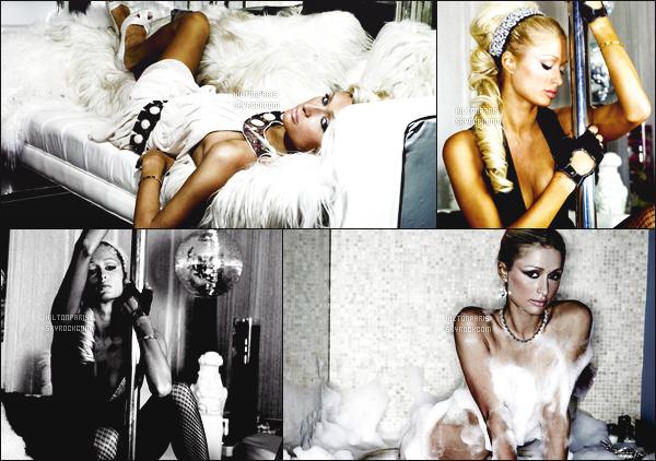 --------   • • Découvrez la princesse Paris Hilton en shoot pour le magazine « Davis F » - 2006  Paris Hilton est top dans se shoot, j'aime trop se shoot elle est tellement magnifique. Gros top.  J'adore beaucoup les tenues qu'elle porte.  --------