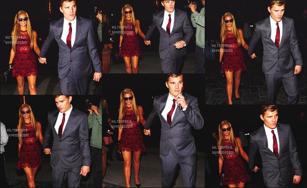 ------- 04/04/17:  Miss Paris Hilton photographiée  assistant à l'avant première de la serie  The Leftovers   -   Los Angeles. Gros top pour la magnifique robe  qui lui va vraiment bien, j'aime la couleur. Top pour ses cheveux. Sa mise a beauté est tellement parfaite. -------