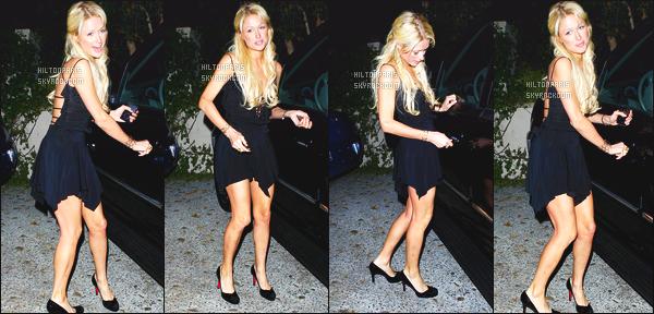 ------- 10/01/07 : Notre sublime Paris photographiée quittant sa maison tard dans la soirée toute seule -   Los Angeles. Elle se rend dans la boite de nuit de Hyde. J'aime cette petite robe noire assez simple. Elle est  trop magnifique notre belle mlle Paris Hilton.  -------