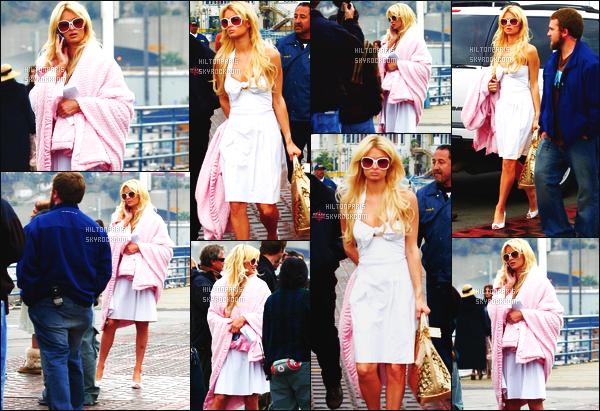------- 30/01/07 : Sublime Paris Hilton photographiée  arrivant/quittant    le tournage de Sexy à tout prix à Los Angeles. Gros top pour cette tenue, même si cette tenue est assez  simple  j'aime beaucoup. Paris Hilton est tellement mignonne. Top pour la coiffure.  -------