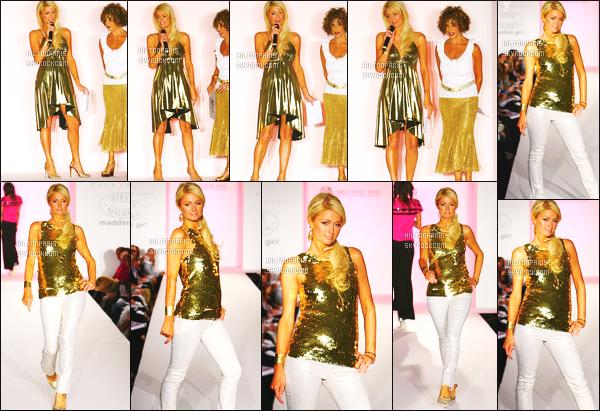 ------- 10/04/07 : Sublime Paris Hilton photographiée défilant pour le défilé Sportswear dans la journée à  Los Angeles.  J'aime beaucoup voir Paris en mannequin cela lui va super bien. J'adore beaucoup les deux tenues qu'elle porte surtout la robe en or.  Top. -------