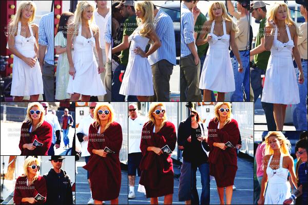 ------- 03/02/07 : Sublime Paris Hilton photographiée  arrivant/quittant    le tournage de Sexy à tout prix à Los Angeles. Petit top pour cette tenue assez simple. J'aime beaucoup cette petite robe simple. Elle est toute belle notre jolie Paris Hilton. Top/Flop?   -------