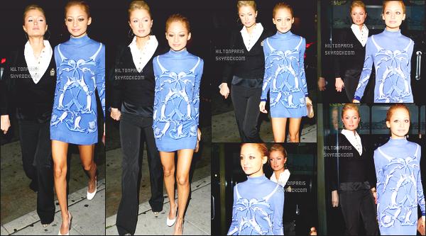 ------- 03/02/07 :   Sublime Paris   photographiée    dans la nuit avec sa  copine Nicole Richie dans les rues de    Los Angeles. Gros flop pour la tenue je ne suis pas du tout fan, elle aurait du faire un effort même pour une sortie aussi simple. Flop   pour ses cheveux.  -------