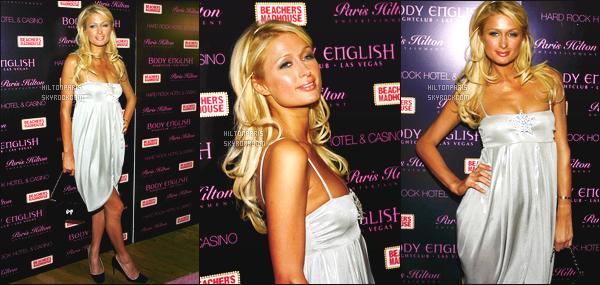 ------- 17/02/07:  La sublime Paris Hilton photographiée celebrant son anniversaire dans une boite de nuit à Las Vegas.   Je lui accorde un gros top pour Paris, j'adore assez. Elle est  merveilleuse.  J'aime beaucoup ses cheveux long bouclée. Elle est parfaite. -------