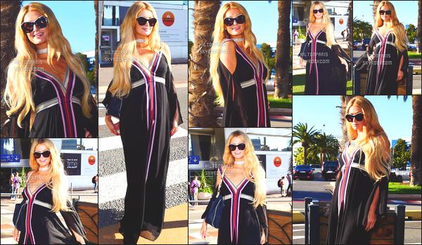 ------- 20/05/17: La jolie Paris Hilton  photographiée arrivant dans la journée avec Chris à l'aéroport de Nice ensemble.  Paris  et Chris ne se quittent plu ils sont tellement adorable ensemble, j'aime beaucoup la longue robe à Paris. Gros top ses cheveux aussi. -------
