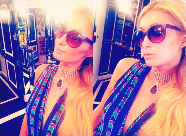 """--------------------------------------  """"""""RESEAUX SOCIAUX"""""""" Découvrez les dernières photos de mlle Paris toujours  actif sur Instagram ou Snapchat. Mai 2017 -  Miss Paris est chez elle. Elle nous fait partagé deux photos simple dans son dressing en lunette de soleil et une longue robe. --------------------------------------"""
