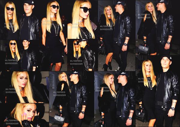 ------- 31/05/17:  Notre sublime Paris  Hilton photographiée  arrivant à l'événement Revolve  avec Chris -   à Los Angeles.  La tenue est assez simple pour notre princesse Paris toute en noire, j'aime. J'adore beaucoup ses longs cheveux lisse. Gros top vraiment.  -------