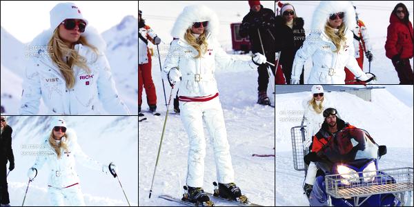 ------- 16/02/07:  La sublime Paris Hilton photographiée toute seule entrain de skier au Tyrol dans la journée - Autriche.   Je lui accorde un gros top pour Paris, j'adore assez. Elle est  merveilleuse.  J'aime beaucoup cette combinaison toute blanche, gros top. -------