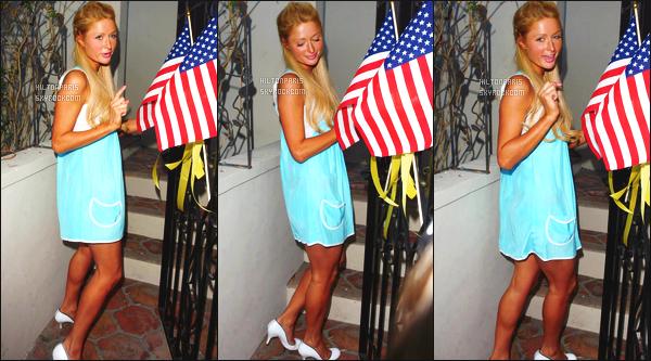 ------- 28/05/07:  Notre magnifique Paris  Hilton photographiée dans la journée en balade dans les rues de  Los Angeles. Je lui accorde un petit top pour la princesse Paris Hilton j'aime beaucoup la robe et le bleue lui va tellement bien, gros top pour les cheveux.  -------