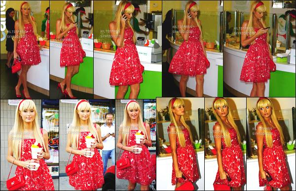 ------- 30/05/07: Sublime Paris Hilton photographiée dans la journée prenant une glace dans   Los Angeles  dans soirée.  Wow elle est trop magnifique comme ca Paris, elle est tellement mignonne. J'adore assez cette robe et se petit bandeau dans les cheveux. -------