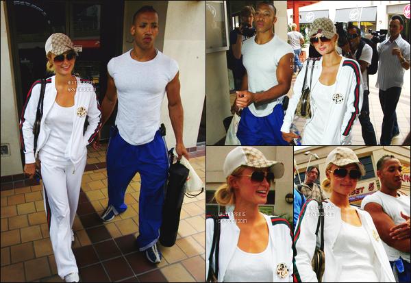------- 01/06/07: Notre magnifique Paris Hilton photographiée dans la journée avec son prof de sport - à    Los Angeles.  Elle fait du sport, elle semble toute souriante. J'adore beaucoup sa tenue de sport toute simple et toute blanche. Petit top pour la casquette. -------