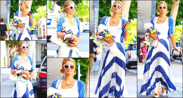------- 26/06/17:  La sublime Paris Hilton  photographiée dans la journée en promenade dans les rues de   Beverly Hills.  Elle est accompagnée de son petit chien. J'aime bien cette tenue même si c'est vue et revue. J'adore trop aussi cette coiffure en chignon. -------