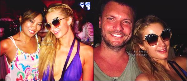 """--------------------------------------  """"""""RESEAUX SOCIAUX"""""""" Découvrez les dernières photos de mlle Paris toujours  actif sur Instagram ou Snapchat.  Aout 2017 -   Deux photos de notre princesse Paris Hilton avec des fans assistant à une grande soirée en boite de nuit dans les Maldives. --------------------------------------"""
