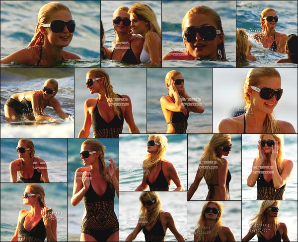 ------- 01/07/07:  La belle  Paris Hilton   photographiée   dans la journée se baignant dans la mer avec des amis -  à  Hawai.  Elle est trop mignonne  j'adore assez  se maillot de bain assez simple, tout en noire. En tous cas elle s'amuse comme une folle j'adore trop. -------
