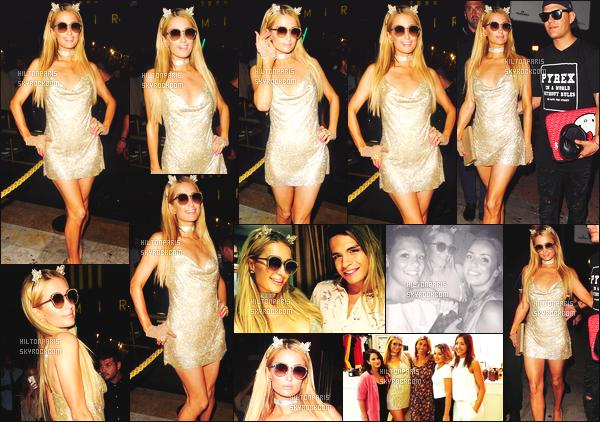 ------- 12/08/17: Princesse  Paris Hilton  photographiée   arrivant à la boite de nuit  Mirage   tard dans la soirée  - Marbella.   Elle est accompagnée de son petit ami Chris.  J'aime trop cette tenue dorée. Cela lui va  bien. Elle est parfaite. J'adore ses longs cheveux.   -------