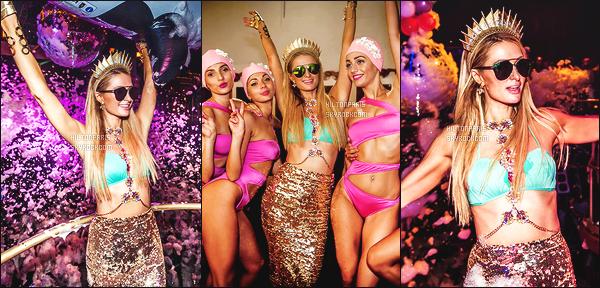 ------- 14/08/17: La princesse  Paris Hilton  photographiée   entrain de mixer à sa soirée de  Foam And Diamond   -  à Ibiza.    J'aime  cette tenue toute adorable. Cela lui va tres bien,  gros top je lui accorde. J'adore trop aussi ses longs cheveux lisse. Elle est parfaite.    -------