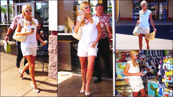------- 01/07/07:  Belle  Paris Hilton   photographiée   dans la journée entrain de faire du shopping dans les rues d'Hawai.  Elle est trop mignonne j'adore assez la tenue toute blanche assez courte, gros top aussi pour les lunettes de soleil et la coiffure tressés. -------