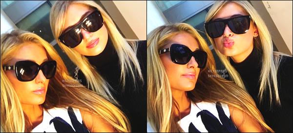 ------- 11/09/17: Paris   photographiée  assistant à la  Fashion Week de   Oscar De La Renta dans la journée -    à New York. Elle est avec sa petite s½ur Nicky Hilton. Adorable Paris Hilton est trop belle, elle se la joue classe et glamour. Gros top pour cette  robe. -------