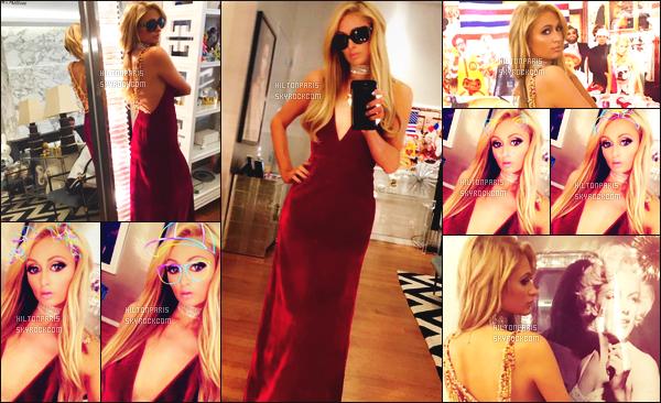 """--------------------------------------  """"""""RESEAUX SOCIAUX"""""""" Découvrez les dernières photos de mlle Paris toujours  actif sur Instagram ou Snapchat. Septembre 2017 -  Des photos de notre  merveilleuse Paris Hilton vue dans son appartement à New York dans une longue rouge. --------------------------------------"""