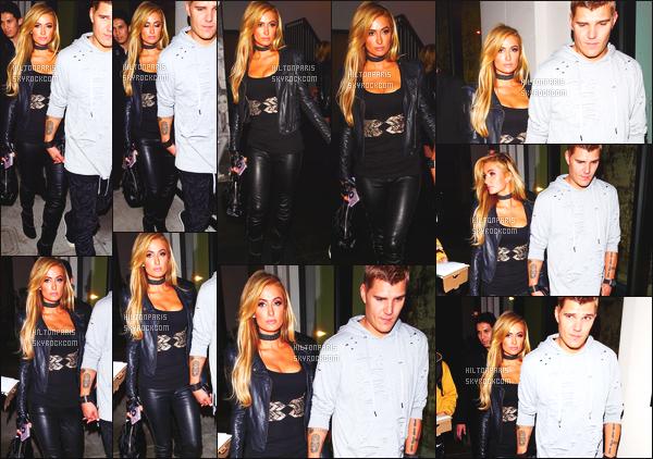 ------- 20/09/17:  Mlle Paris Hilton  photographiée  avec Chris quittant le restaurant Craig's dans la soirée - Los Angeles.    Gros top pour cette tenue, c'est son style à 100%. Elle est trop sublime et merveilleuse,  Paris est tellement belle et si amoureuse.  -------